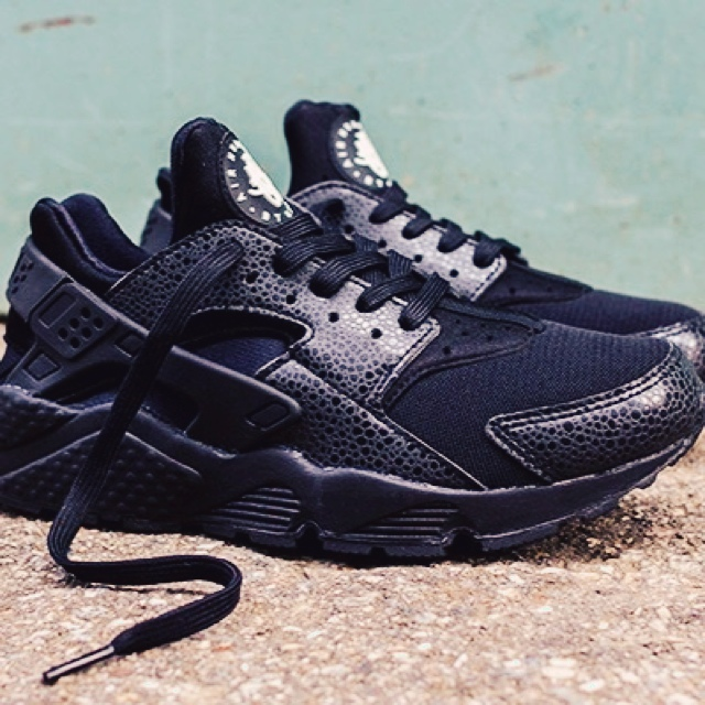 9961fcf8f10 Brand new Black snake skin huaraches sold out is shops in - Depop