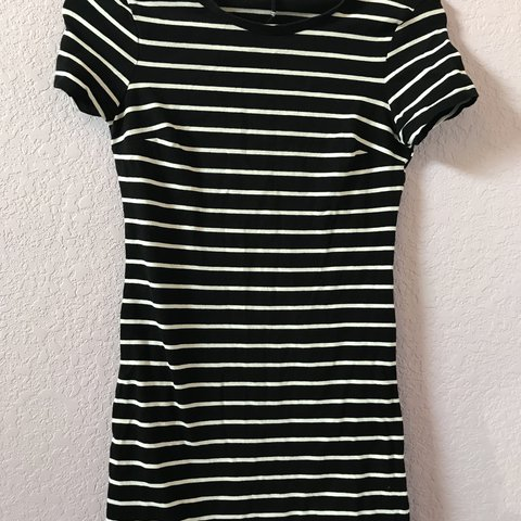 be43c46e901 Old navy black and white striped dress Size  XS but fits a a - Depop