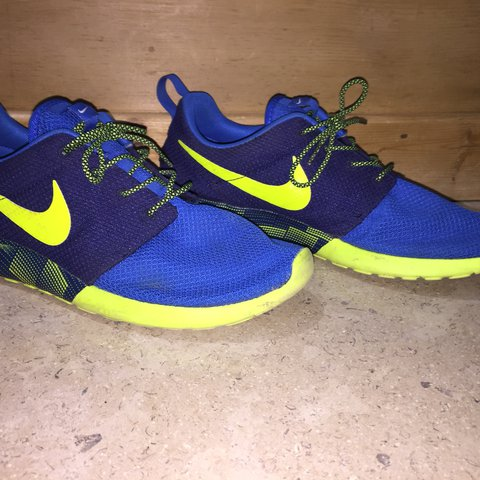 2c99a5a801b01 Nike ID Roshe One • Navy Blue Yellow • UK9.5 • Used