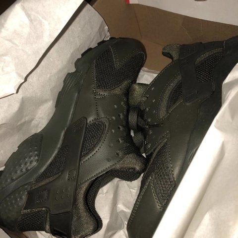 69b5e6260461 Nike khaki huaraches Size 5 In good condition Only bought - Depop