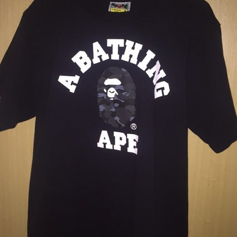 bdaaf412 Men's size small a bathing ape dot camo college tee worn a - Depop