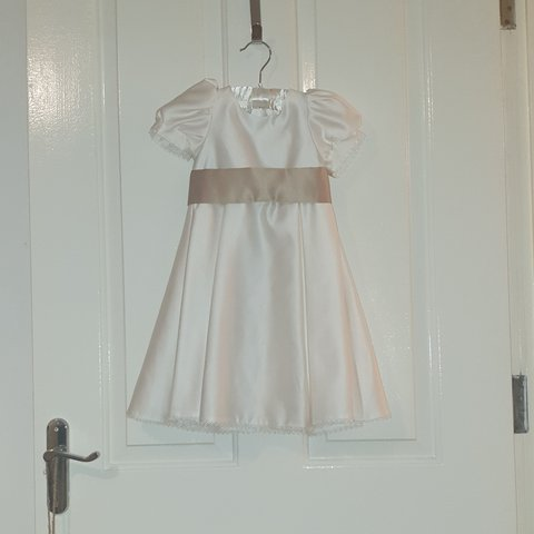 e5a9edec178 DEBENHAMS TIGER LILY FLOWER GIRL DRESS AGE 1 IVORY Button - Depop