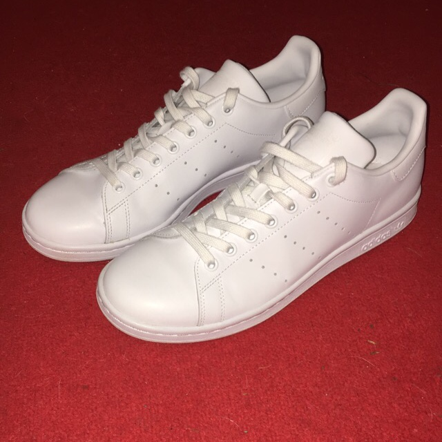 timeless design 9fc32 b2377 Adidas Stan Smith Triple White, 9.5/10 condition,... - Depop