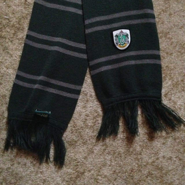 8b712fe85e5 Genuine authentic Harry Potter Slytherin scarf