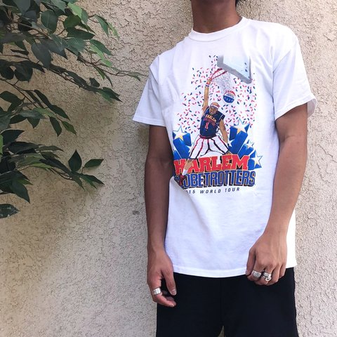 00a17b1a2 @pattypooh. 11 months ago. United States. Dope VINTAGE HARLEM GLOBETROTTERS  GRAPHIC TEE!!
