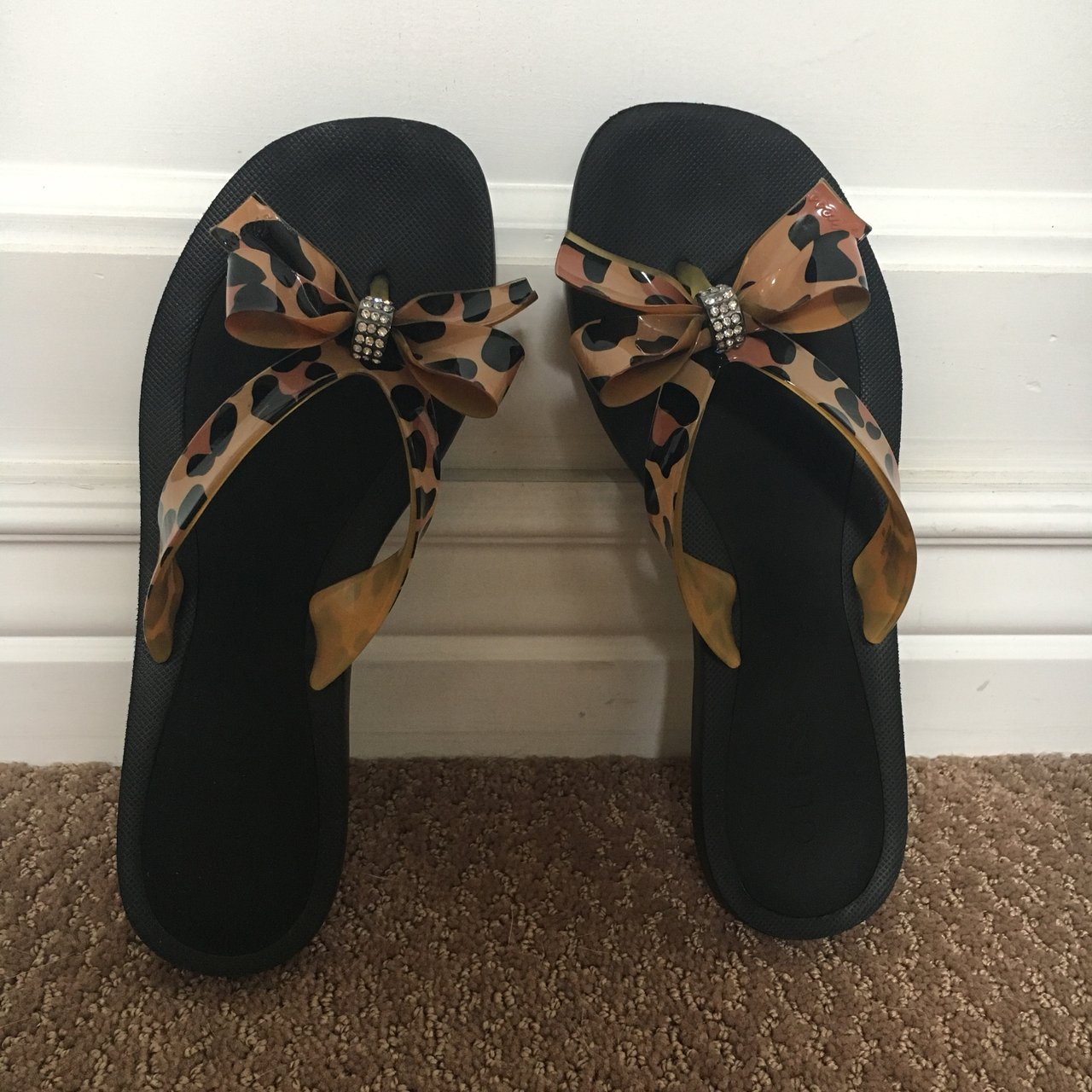 3e44b846d965 Women s GUESS sandals. Size 6. Cute bow design. These are a - Depop