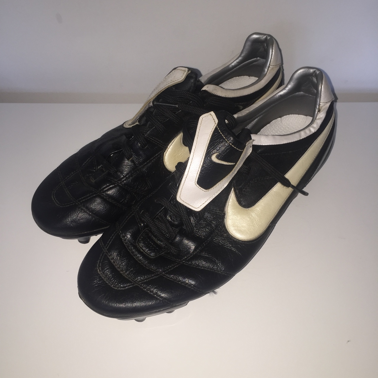info for 2a532 5b10e Old school classic Nike Tiempo in great condition uk9 - Depop