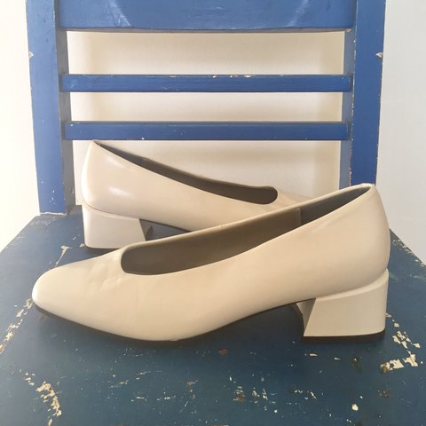0e755a52d259 please someone take these perfect shoes! never wished i fit - Depop