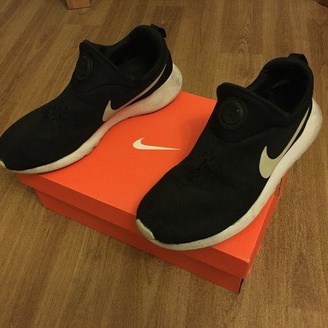 b25a7c80ff92 Nike Roshe Run Slip On LIMITED EDITION lace less ! Used few - Depop