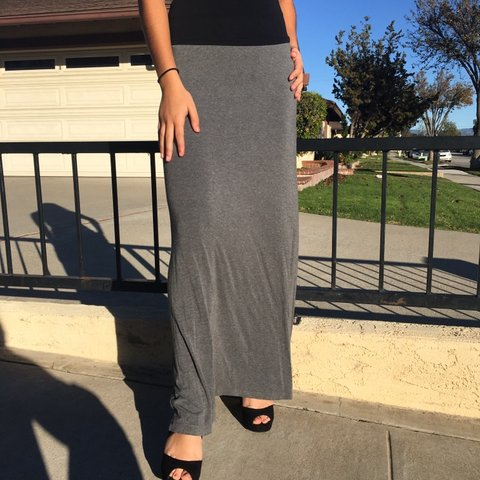 e7afbbf97 Super cute grey maxi skirt. Very comfortable and flowy, for - Depop