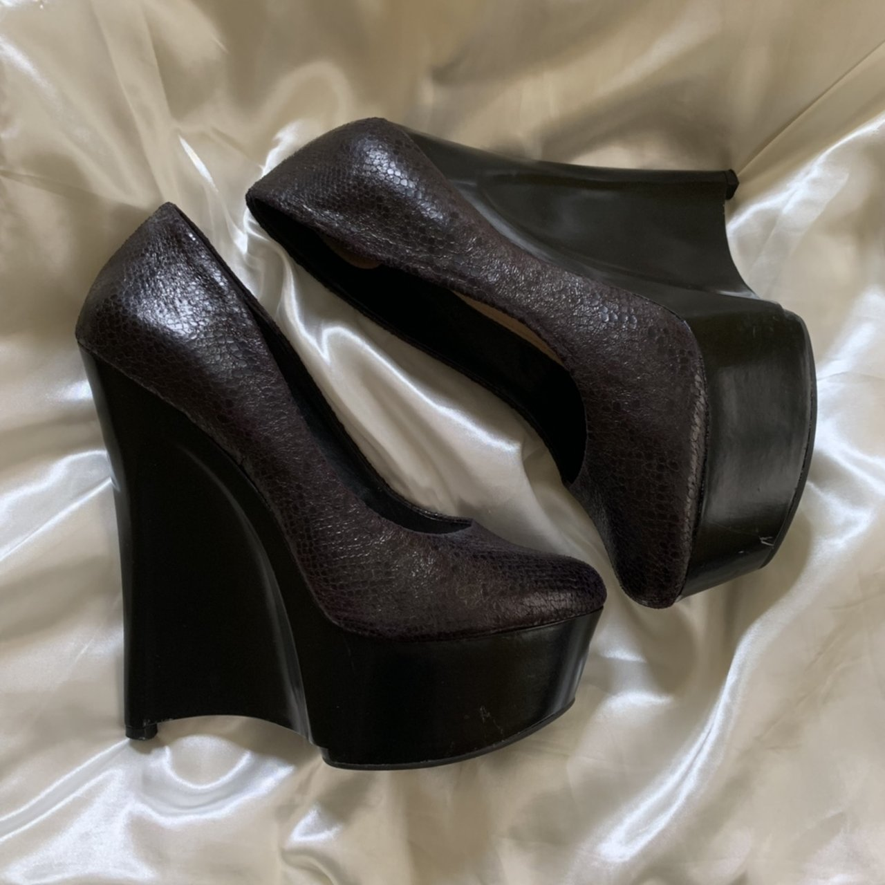 0ed1a4bf4079dc Amazing H by Halston wedge