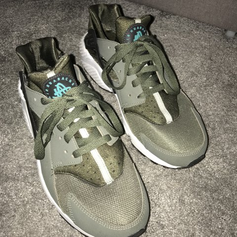 42cd107e7052 Huaraches in very good condition. Only worn a handful of No - Depop