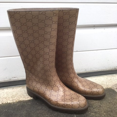 7d15a1803 Womens Gucci wellies in brown all Over Monogram print - Size - Depop