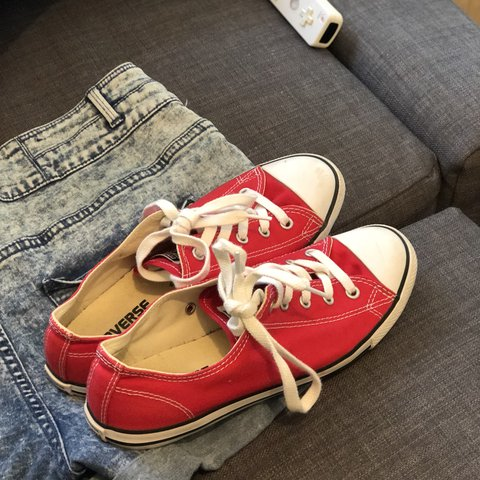 93796e55c43a Converse Red Size 5 low canvas pumps