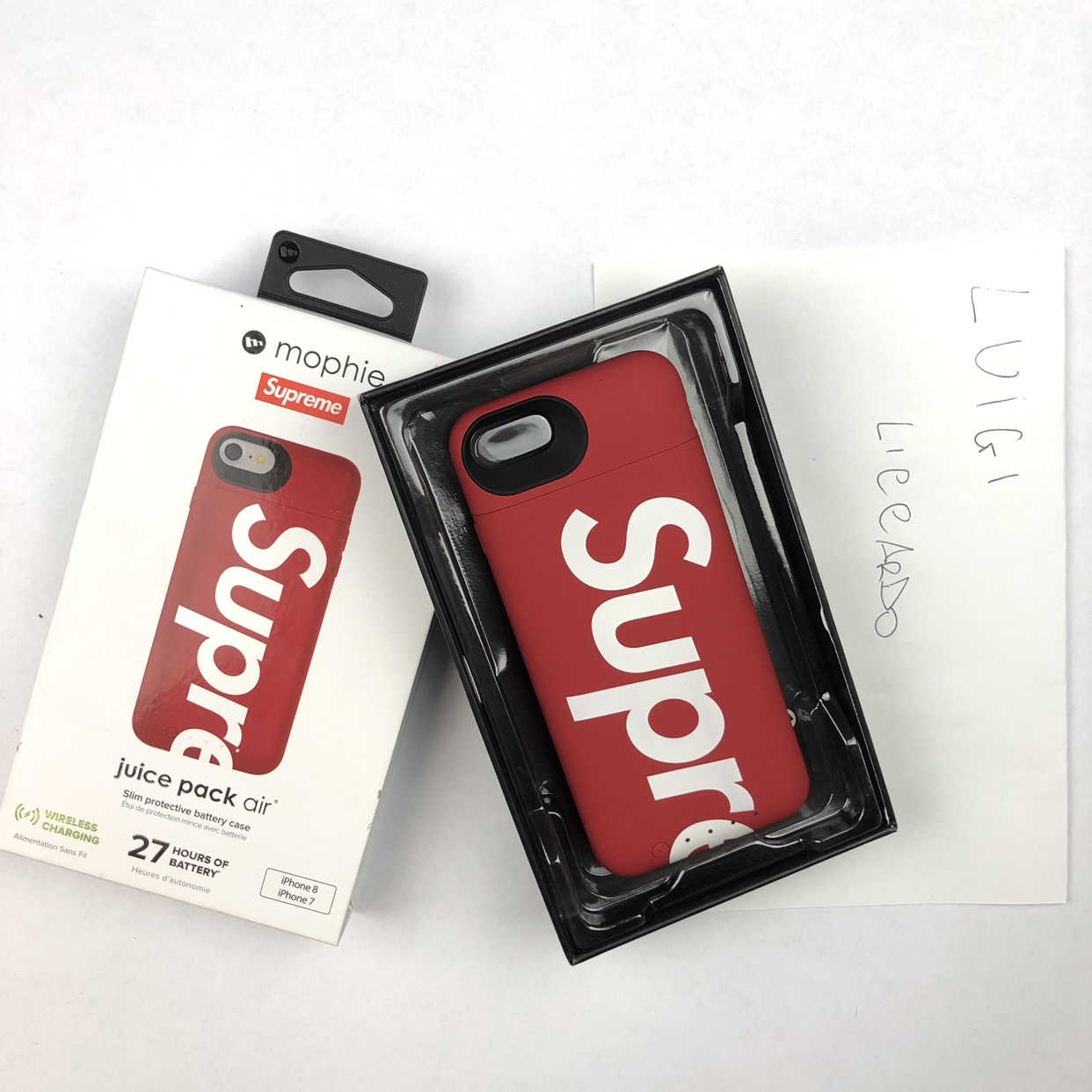 scarpe sportive 61287 80e6f Supreme mophie cover ricaricabile iPhone 7 i phone... - Depop