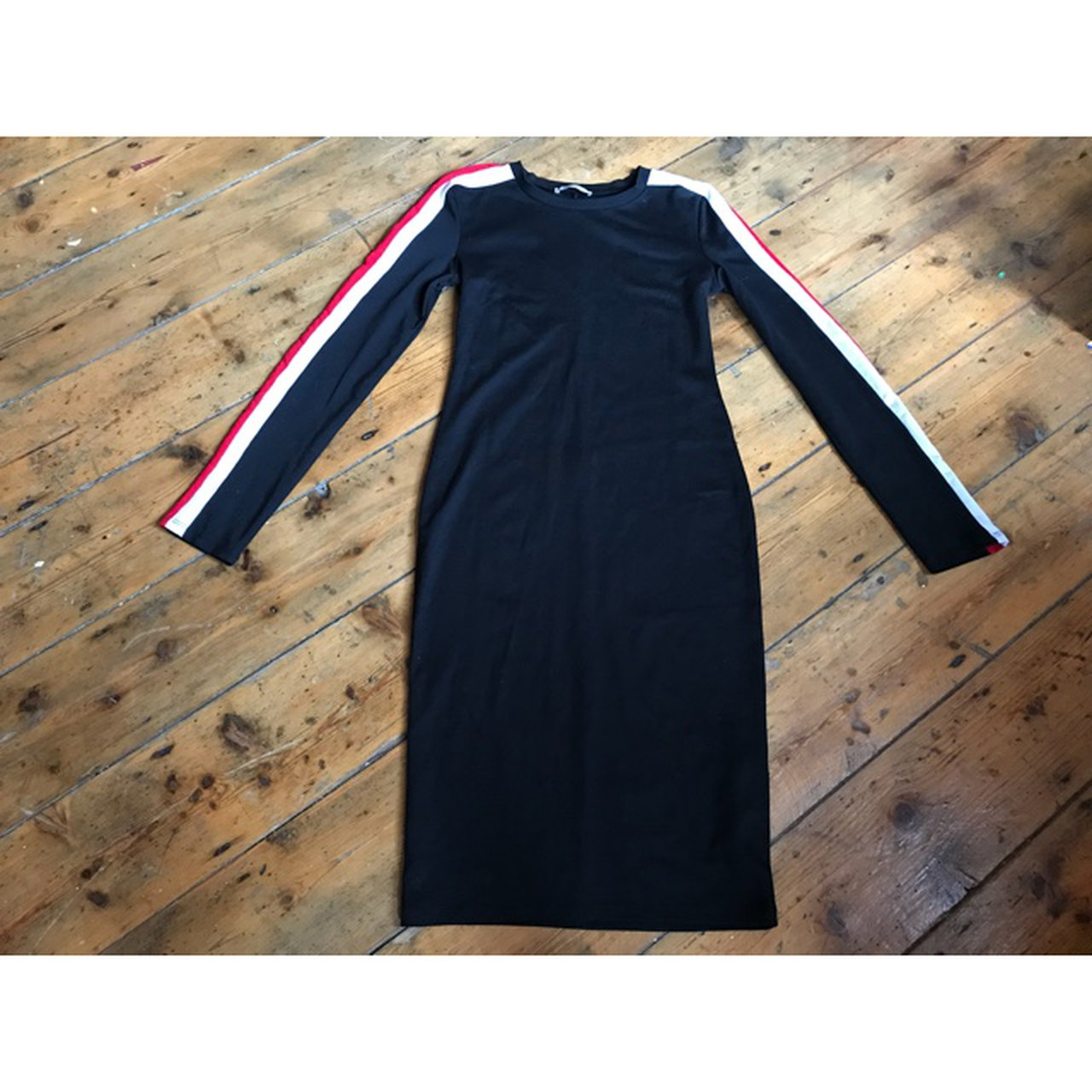 78e638b0bf PRICE DROP 🔽🔽🔽 Black with red and white striped sleeve S - Depop