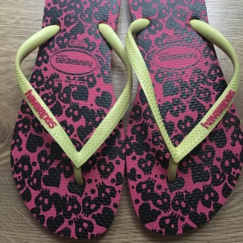 0accd0711ecb  helenastrutt. 3 years ago. United Kingdom. Women s Havaianas Slim Flip  Flops - Pink   Neon Yellow - Size 37-38 NEAR PERFECT CONDITION ...