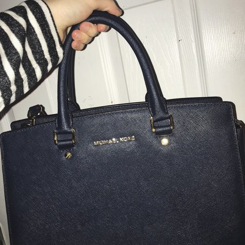 d5202f3700d2b5 @hipthreads. 3 months ago. Baton Rouge, United States. EXCELLENT condition  large navy Michael Kors Selma Saffiano leather bag! ...
