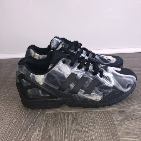 133d40cc42181 Adidas Originals ZX Flux (smoke print). Size UK 8. Worn but - Depop