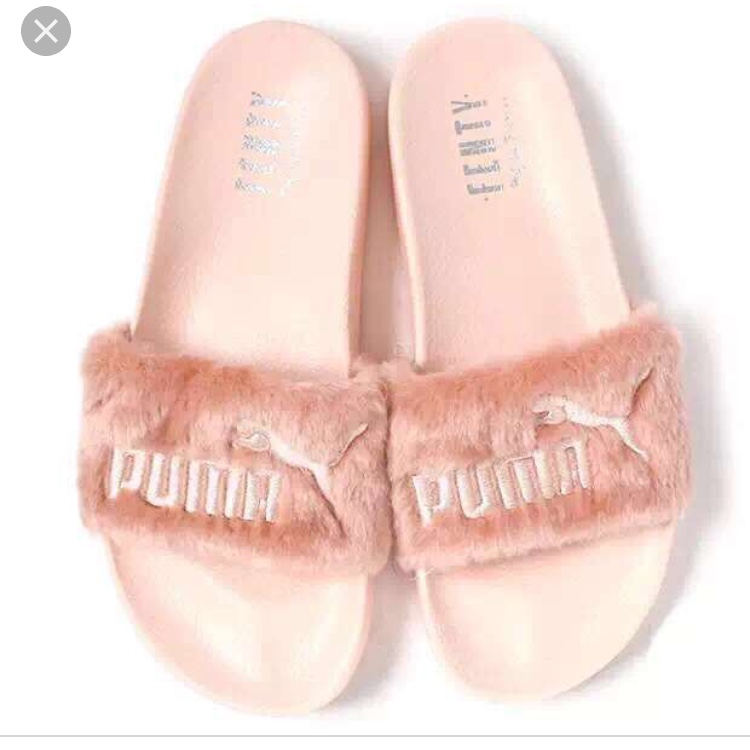 huge selection of 3f7cd 77b08 GENUINE Rihanna fenty pink puma fur slides. They are ...