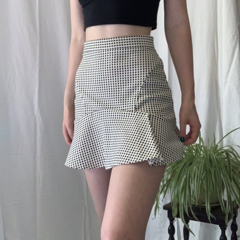 e3c9adefd0 Lovely little cream skirt 🌸🌈 Mermaid cut and comfy Sits so - Depop