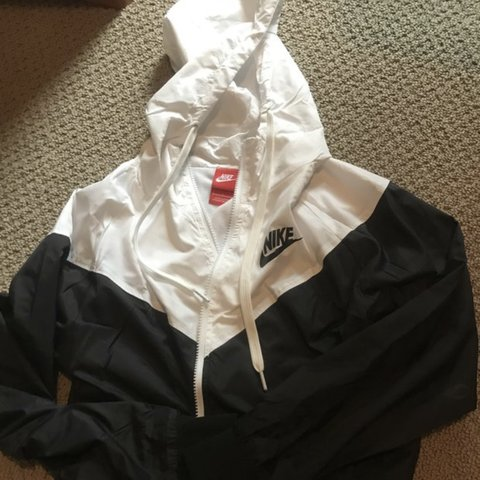 fec0184731  NEW with tag! Black and white Nike women s windbreaker. a - Depop