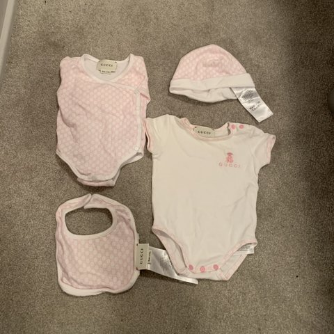 ff9970783 4 piece Gucci baby girl set 👶🏻🎀 100% authentic Size 0-3 - Depop