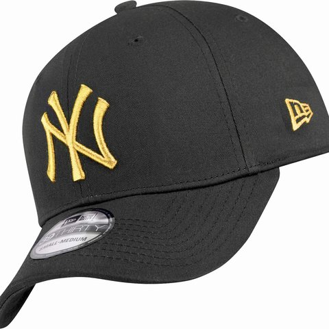 563e73c62 Unique size New York Yankees Black Hat New Era Fitted with - Depop
