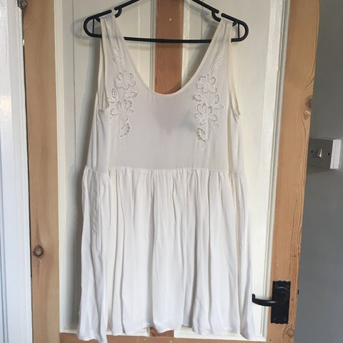 deadc5526bb Really pretty Forever 21 off white floaty beach dress or up - Depop