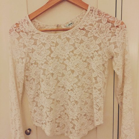 49e87ce0274 Urban Outfitters White Lace Cropped Top (fits just below XS - Depop