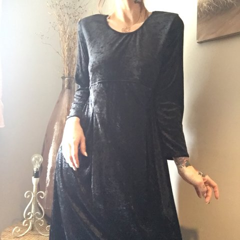 d389552cc025 @blacksmokewander. 16 days ago. Winkleigh, United Kingdom. Gorgeous midi to maxi  black crushed velvet dress.