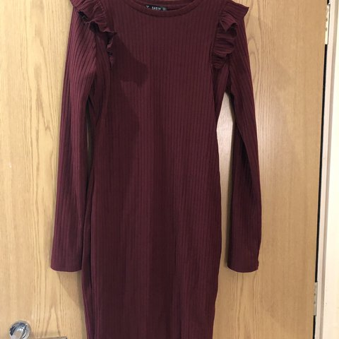 b91df1b2d89 Shein maroon jumper dress with frill shoulders Never worn - Depop