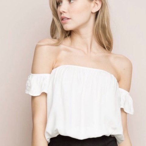 d4ad50bf1e0ef3 ON HOLD  BRANDY MELVILLE BECCAH TOP IN WHITE ✨ I adore so - Depop