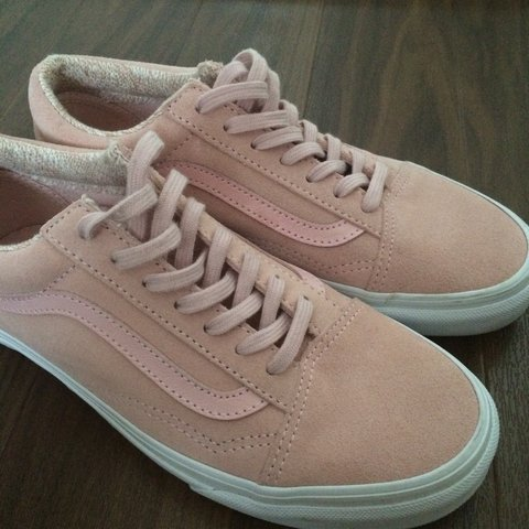 8522f1f24b30e9  pennymayj. last month. United Kingdom. NEARLY NEW Pink Suede Vans ...