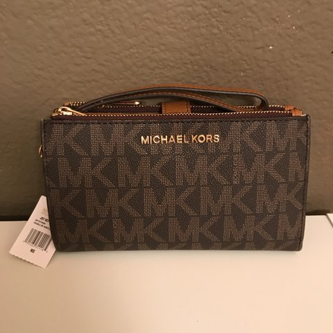 6aa1abcd8a0c @racheldeaton. last year. Huntsville, United States. Brown/Acorn Michael  Kors Jet Set Travel Double Zip Wristlet.