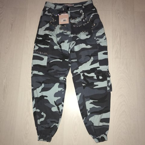 0acbaf5ec81c93 @drunkinlove. 2 years ago. Ilford, United Kingdom. Miss guided x Carli  bybel camo camouflage jogger trousers in blue ...