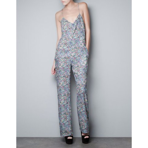 7f9ca0e7ae7 Zara floral jumpsuit size XS worn once - Depop