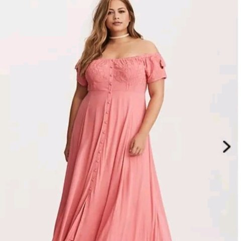 b3509c6ed8e Torrid Embroidered Off Shoulder Maxi Dress size 2 Brand new - Depop