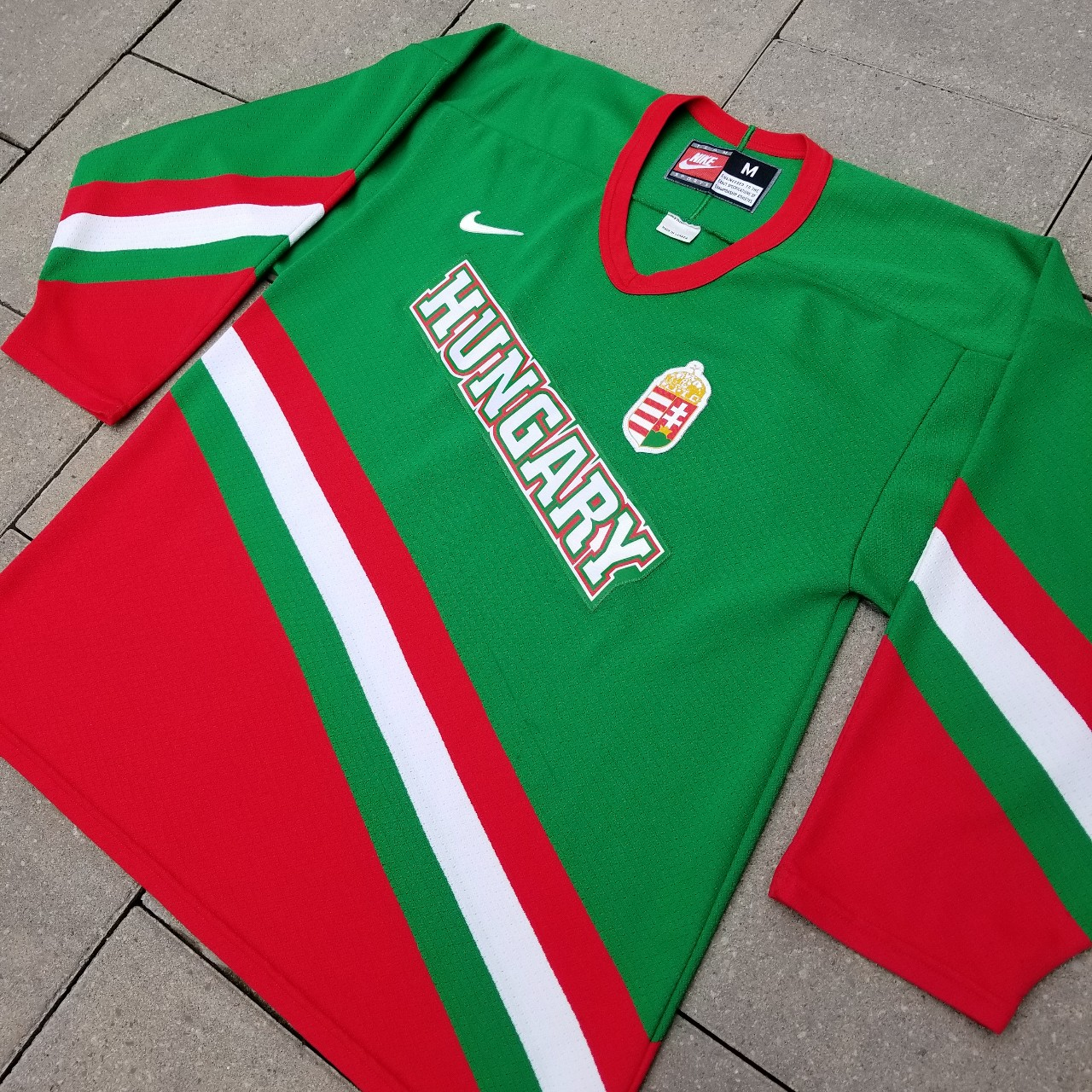 Deshabilitar corte largo por favor confirmar  Nike Team Sports Hungary national hockey team hockey... - Depop