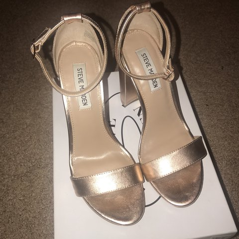 e3778bf3ad4 Steve Madden Carrson Size 8.5 Rose Gold. Only worn twice. In - Depop