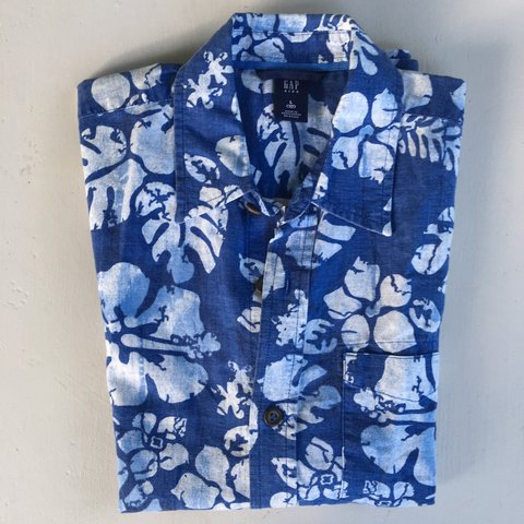 f77e44dd9 @mumsattic. 8 months ago. Northwood, United Kingdom. Boys blue and white  Gap Hawaiian short sleeve shirt - sz10