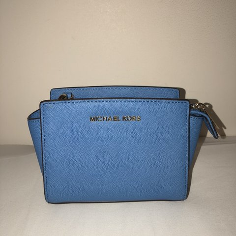 fdf82f23c01557 @charlotteroselane. 8 months ago. Slough, United Kingdom. Brand new blue  crossbody Michael Kors bag. Thought I would ...