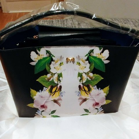 3082807e91 BRAND NEW TED BAKER ANIYAA WOMEN'S FORGET ME NOT BOW MEDIUM - Depop