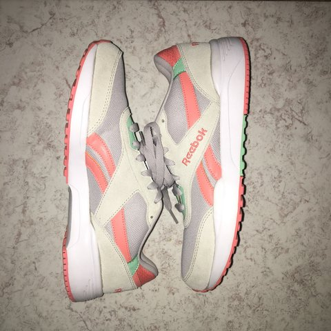 5d1be40f0d2e  meliperez. 2 months ago. United States. Reebok shoes. In great condition  ...