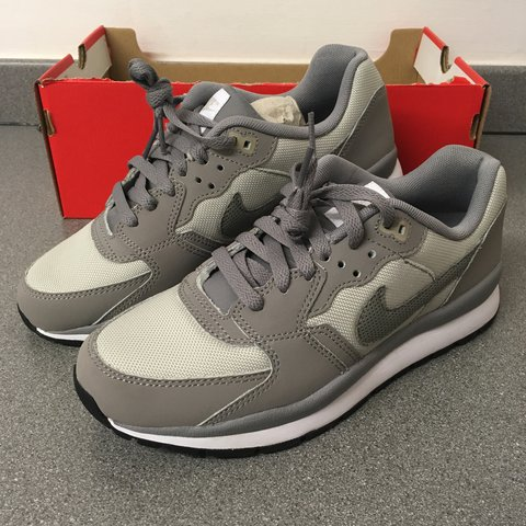 56f5f62e5cc5 NIKE WINDRUNNER GREY TRAINERS size uk 6 junior Brand new - Depop
