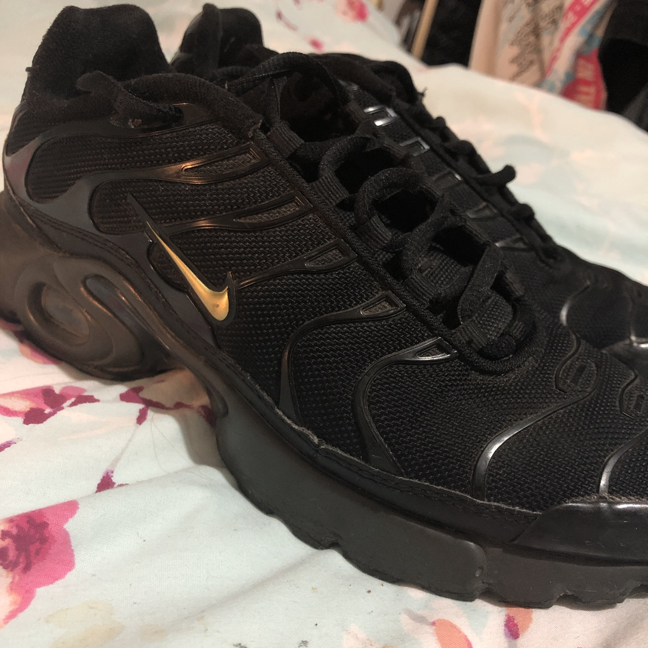 Black nike TNs with gold tick. Size 6