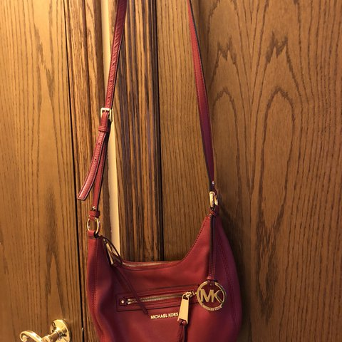 5273591b5b1c @mamasokie. last year. Brunswick, United States. Red Michael Kors,  crossbody purse. In good condition ...