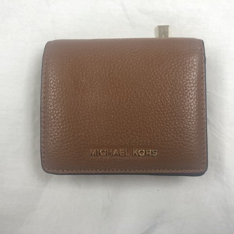 50cb7acd3511 Michael Kors Leather Wallet! Great Condition! Retail- me  ) - Depop