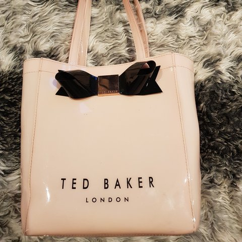 d273ad09c Ted baker bag plastic small shopper This bag does has a of - Depop