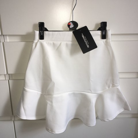 33132fe014 @ch3llunn. 11 months ago. Neath, United Kingdom. White flippy skirt from pretty  little thing. Brand new ...